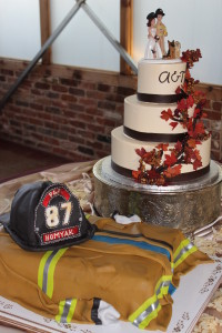 A custom Colorado wedding cake by Indulge Bakery at a wedding at Colorado wedding venue Brookside Gardens